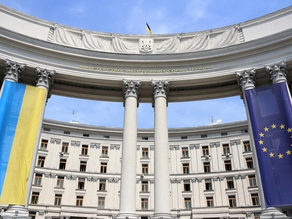 Украина пока не собирается вводить визовый режим с Россией