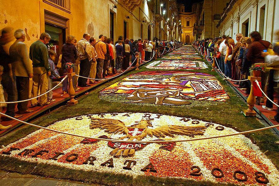 Фестиваль цветов в Ното (Infiorata di Noto), Сицилия, Италия, Европа